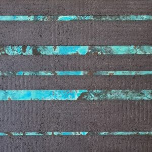This design is a mix between metal strips and cork strips, each applied in a horizontal layout. The metal panel is a oxidised zinc panel, with a blue tonality. The cork is expanded black cork, with a flat surface.